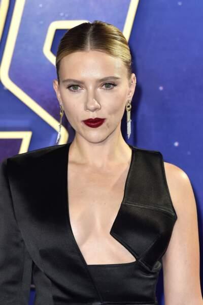 Tour à tour blondie ou brunette, Scarlett Johansson illumine les tapis rouge depuis ses débuts et sait mettre ses atouts en valeur.