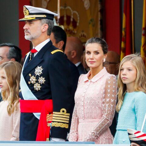 PHOTOS – Letizia d'Espagne ravissante baby doll en robe rose dragée auprès de ses filles