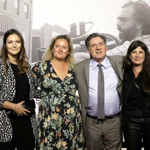 PHOTOS – Daniel Auteuil avec sa femme et ses filles, Nelly et Aurore pour de rares portraits de famille