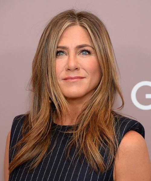 Jennifer Aniston a confié dans la presse que l'utilisation excessive d'extensions capillaires lui avait abîmé les cheveux.