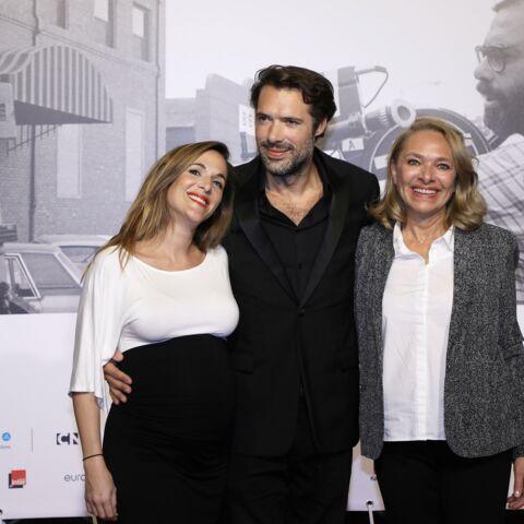 PHOTOS – Victoria Bedos enceinte et radieuse avec son frère Nicolas Bedos et sa maman