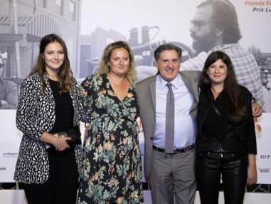 PHOTOS - Daniel Auteuil souriant avec sa femme et ses filles, Nelly et Aurore