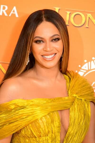 Beyonce affiche des maxi longueurs grâce aux extensions de cheveux.