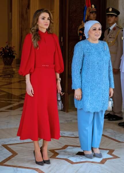 La reine Rania de Jordanie, aux côtés d'Entissar Amer, l'épouse du roi d'Egypte, le jeudi 10 octobre au Caire.