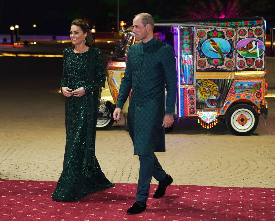 Kate sublime en robe Jenny Packham et William en costume traditionnel