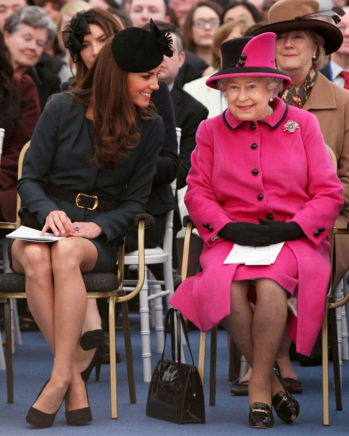 Kate Middleton et la reine d'Angleterre, en 2012.