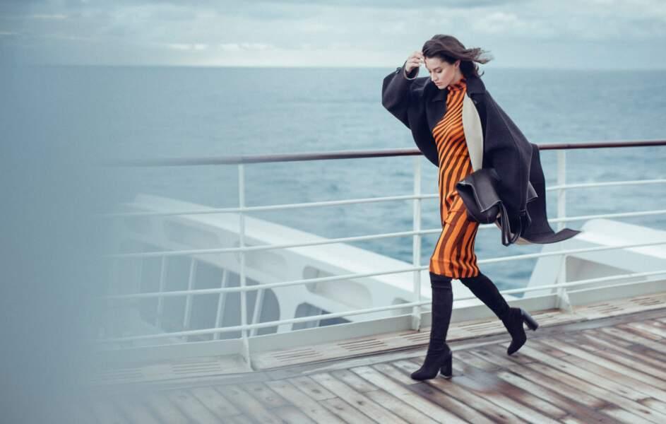 Manteau en laine de chameau, robe pull en soie, sac, cuissardes, l'ensemble Hermès.
