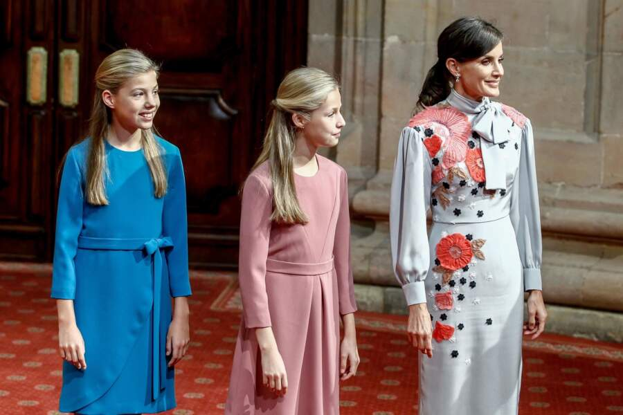 Letizia d'Espagne et ses deux filles rencontrent les lauréats de la carrière universitaire