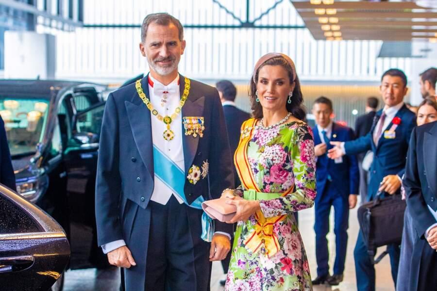 Pour l'occasion, la reine d'Espagne a fait sensation dans une robe en soi fleurie, signée Matilde Cano...