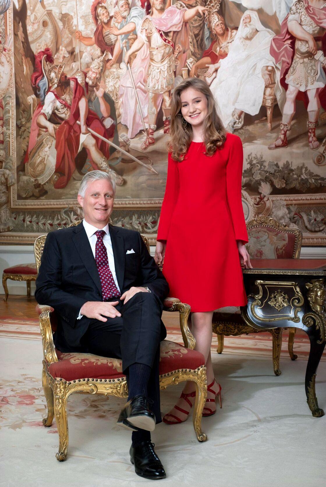 Le roi Philippe et sa fille, la princesse Elisabeth de Belgique, au Palais royal, le 23 octobre 2019.