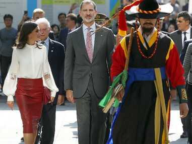 PHOTOS - Letizia d'Espagne canon en jupe en cuir rouge