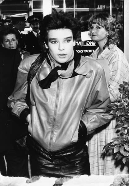 Stéphanie de Monaco en blouson et jupe en cuir : le look so 80's de la princesse, lors d'un séjour à Londres en 1987