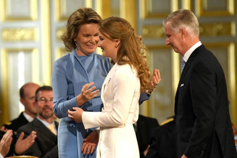 La reine Mathilde de Belgique retient ses larmes lors de l'anniversaire de sa fille Elisabeth, 18 ans, à Bruxelles, le 25 octobre 2019.