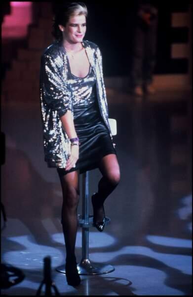 Stéphanie de Monaco en jupe en cuir sur un plateau de télévision en 1986