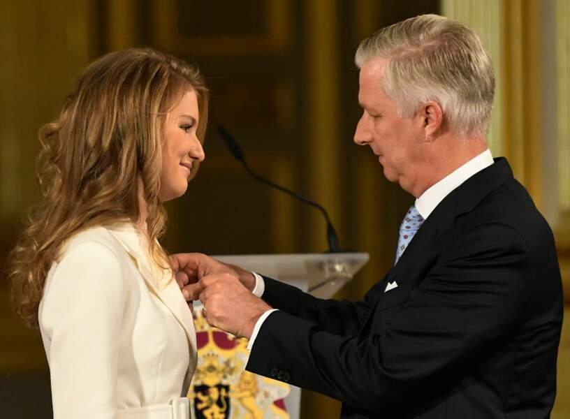 Le roi Philippe de Belgique célèbre sa fille Elisabeth, 18 ans, au Palais royal de Bruxelles, le 25 octobre 2019.