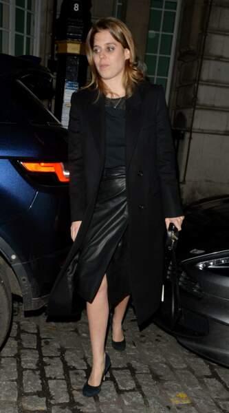 La princesse Beatrice d'York en jupe en cuir noire portefeuille lors d'une soirée au club Lou Lou à Londres, le 1er février 2018