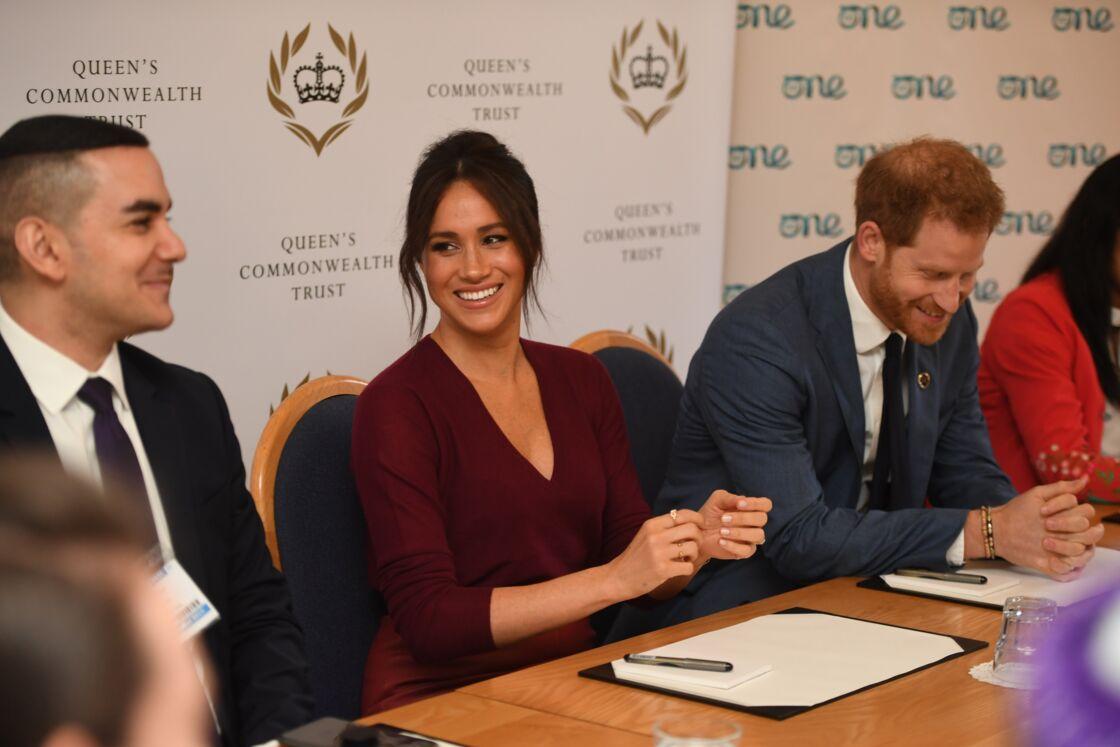 Harry et Meghan, tout sourire au milieu de leurs convives au château de Windsor, le 25 octobre.