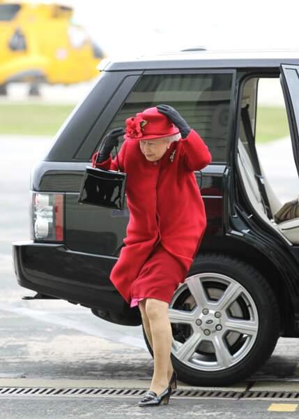 La reine Elizabeth II visite la RAF Valley, le 27 mars 2013
