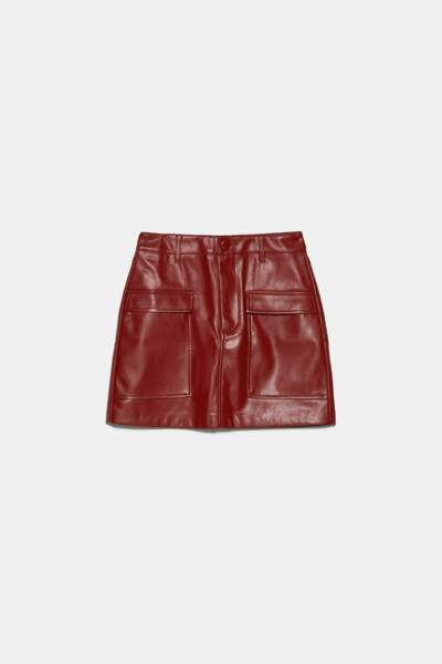 jupe courte en cuir Zara, 19,95 €