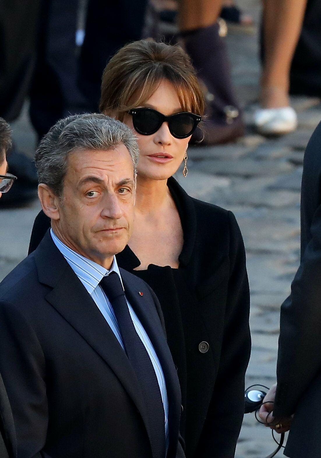 Nicolas Sarkozy et Carla Bruni lors de l'hommage national à Charles Aznavour à l'Hôtel des Invalides à Paris, le 5 octobre 2018