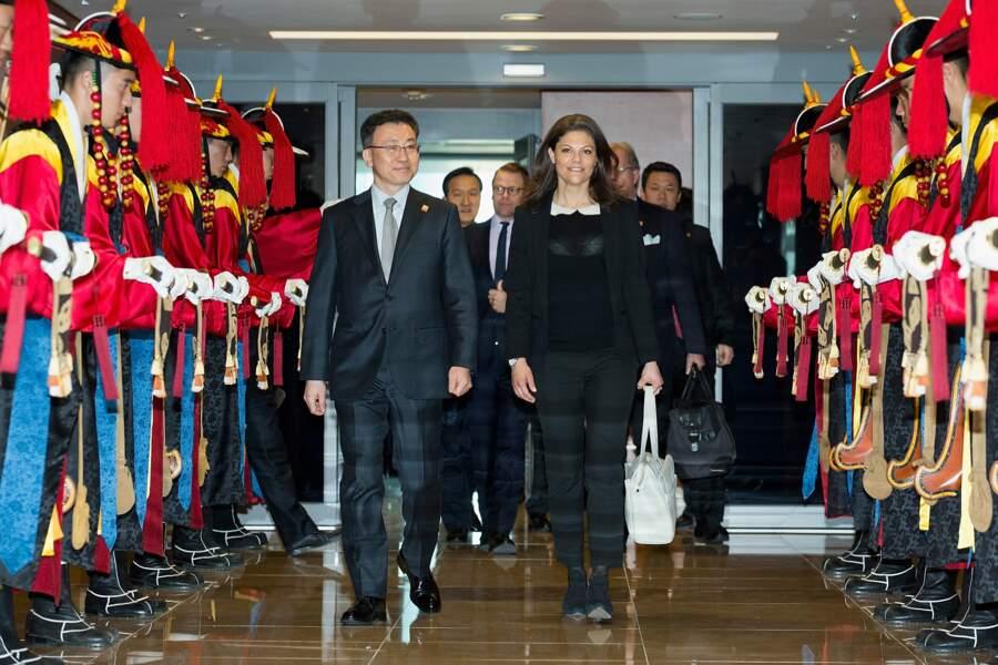 La princesse Victoria de Suède à son arrivée à l'aéroport d'Incheon, en Corée du Sud, le 23 mars 2015.