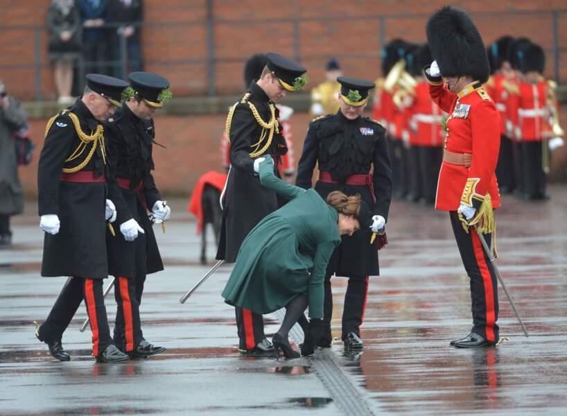 Kate Middleton et le prince William lors de la parade de la St Patrick à Aldershot le 17 mars 2013
