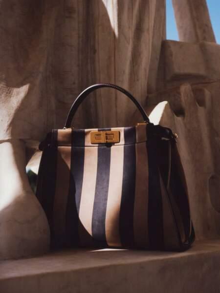 Sous le ciel de Rome, le sac Peekaboo de Fendi dévoile de nouvelles couleurs.