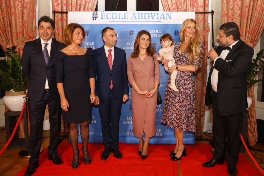 Tandis que Nina cherchait désespérément du regard son papa, Aram Ohanian (ici tout à gauche)