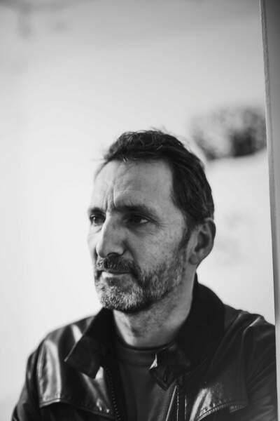 """L'artiste Xavier Veilhan au vernissage de l'exposition """"Frenchette"""" de Raymond Pettibon."""