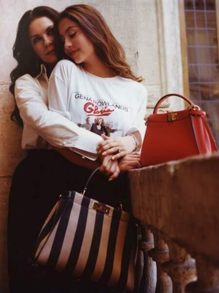 Une histoire italienne incarnée par Catherine Zeta-Jones et sa fille Carys Douglas pour Fendi.