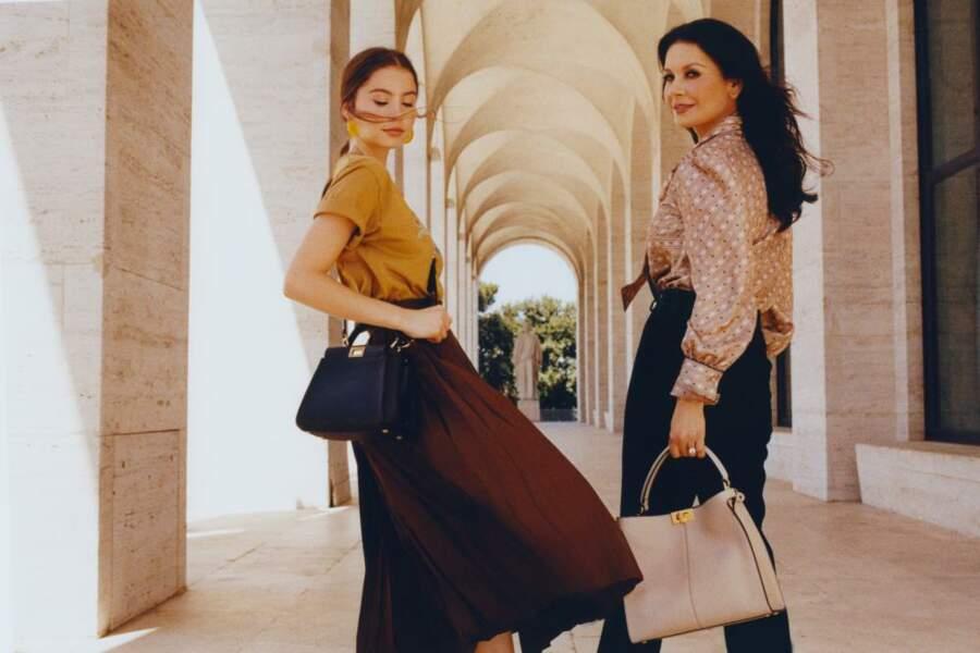 Catherine Zeta-Jones et sa fille Carys Douglas ont été immortalisées au Palazzo Della Cività Italiana, siège de Fendi à Rome.