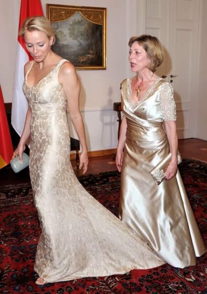 Charlene de Monaco et l'ex première dame d'Allemagne Daniela Schadt, lors d'un gala à Berlin le 9 juillet 2012