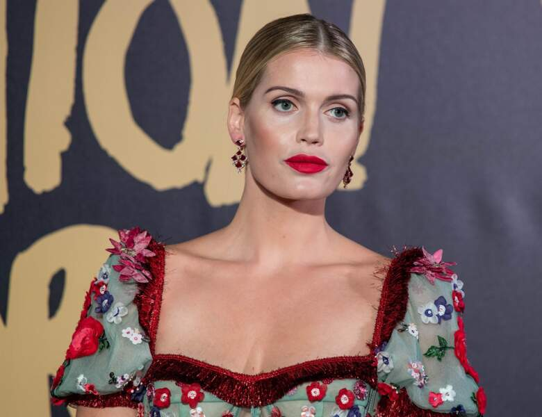 Lady Kitty Spencer au défilé Fashion for relief porte une robe Dolce & Gabbana le 21 septembre 2019