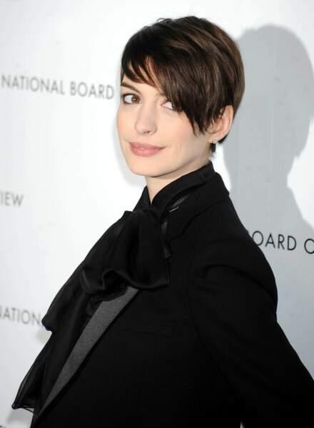 Le court avec longueurs d'Anne Hathaway