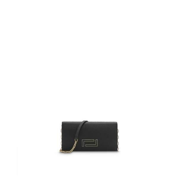 """Pochette """"PIA"""" avec chaîne en cuir grainé, 550€, Lancel."""