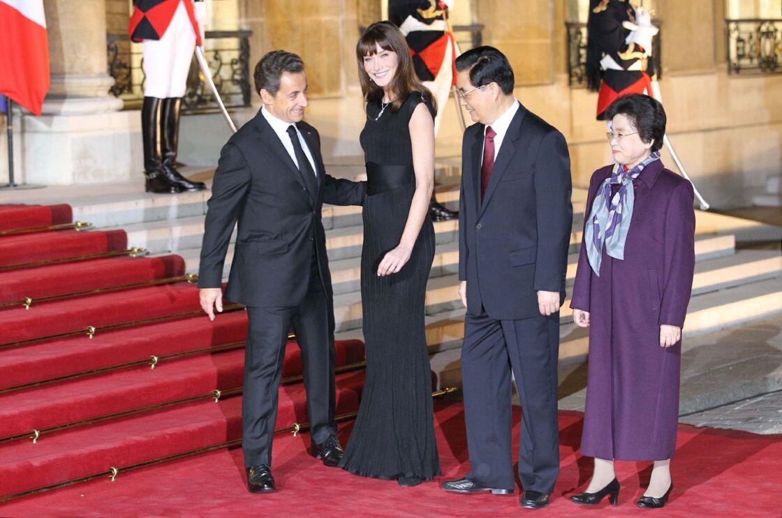 Nicolas et Carla Sarkozy lors de leur voyage en Chine, en 2010.