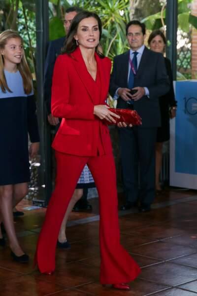 Letizia d'Espagne en total look rouge jusqu'aux chaussures et la minaudière