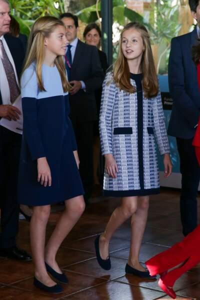 Leonor et Sofia d'Espagne ont deux ans d'écart mais sont toujours habillées dans les mêmes tonalités de vêtement
