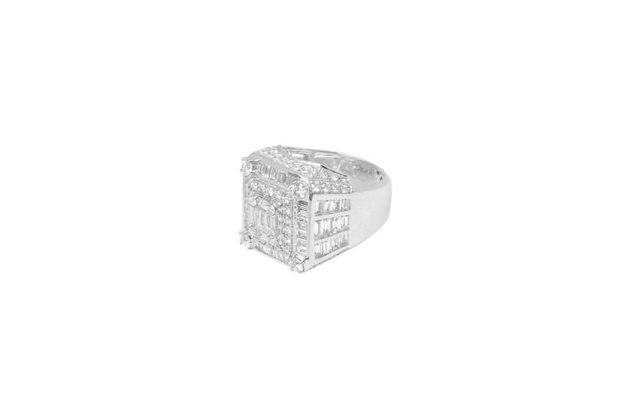 Chevalière Beverly Hills à sertie « illusion » en or blanc et diamants blancs 4,5 carats, prix sur demande, Djula.