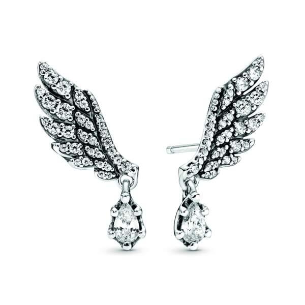 Paire de clous d'oreilles Ailes d'ange en argent, 45 €, Pandora.