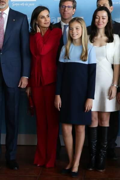 Letizia d'Espagne incendiaire en total look rouge avec Felipe et ses filles le 4 novembre 2019 à Barcelone