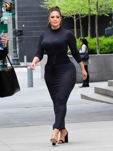Ashley Graham a été dans les premières à revendiquer ses formes xxl de mannequin ronde