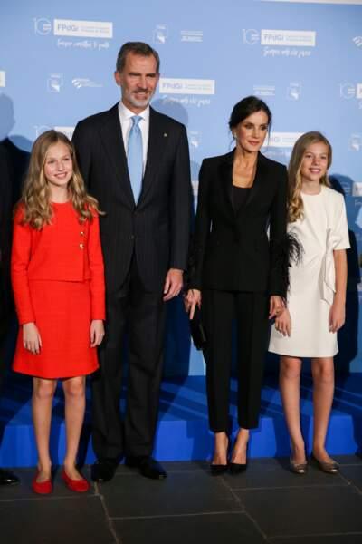 Letizia d'Espagne élégante entourée du roi Felipe VI et de ses filles le 4 novembre 2019 à Barcelone