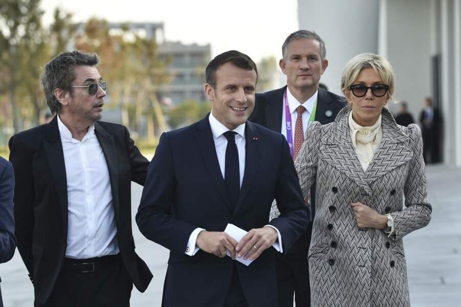Brigitte Macron fait sensation à Shanghaï le 5 novembre 2019 avec son manteau long et graphique