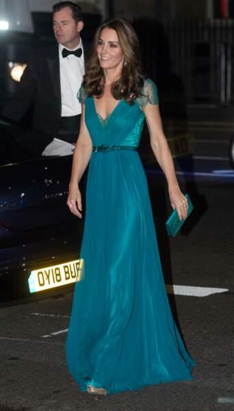 En 2018, Kate Middleton a recyclé sasublime robe bleu/vert de Jenny Packham, qu'elle avait déjà mise six ans auparavant