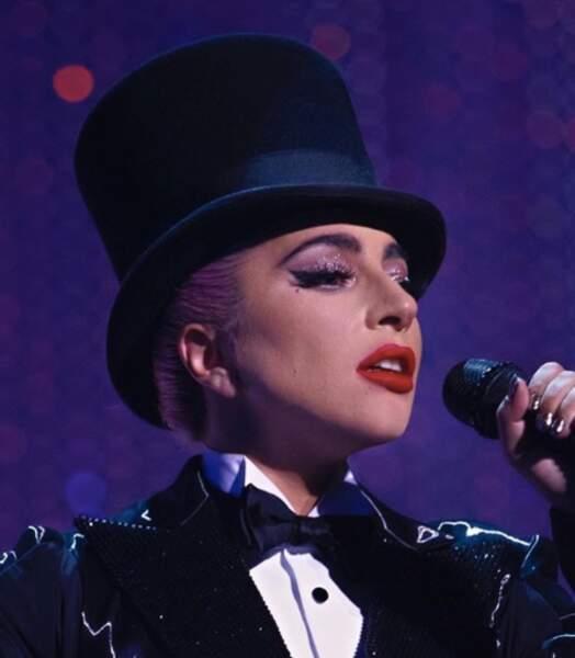 Désormais s'est maquillée avec les produits de sa marque que Lady Gaga monte sur scène