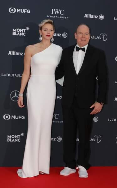 Charlene de Monaco sculpturale dans cette robe longue et asymétrique signée Stella McCartney, en février 2018