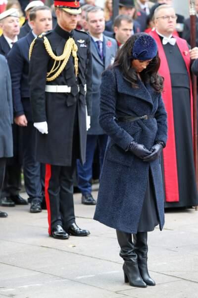 Meghan Markle et le prince Harry ont observé deux minutes de silence, tous les deux très élégants.