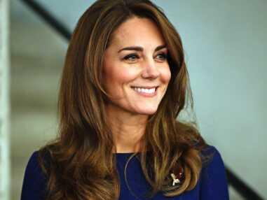 PHOTOS - Kate Middleton ultra fine dans sa robe bleue Emilia Wickstead, elle rend hommage à Diana en portant ses boucles d'oreilles