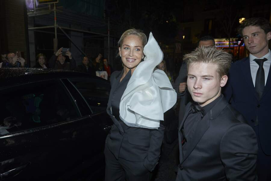 Sharon Stone et son fils Roan à la soirée Harper Bazaar Attitude 43 Awards à Madrid, le 5 novembre 2019.
